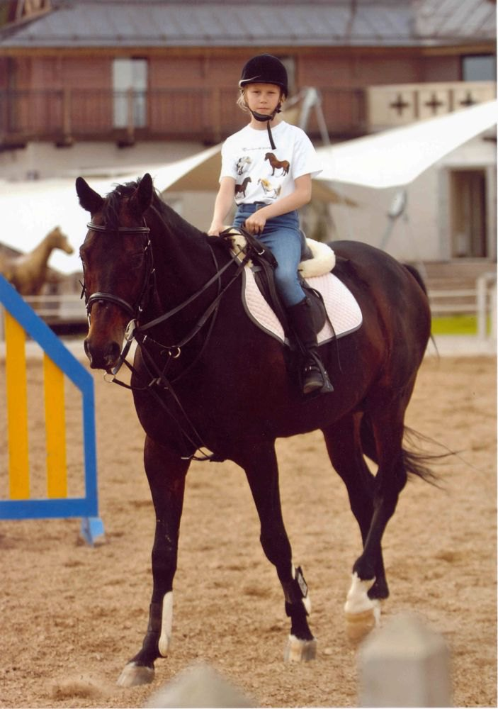 тоже я ! такая маленькая! прямо даже смешно! мой первый конь!