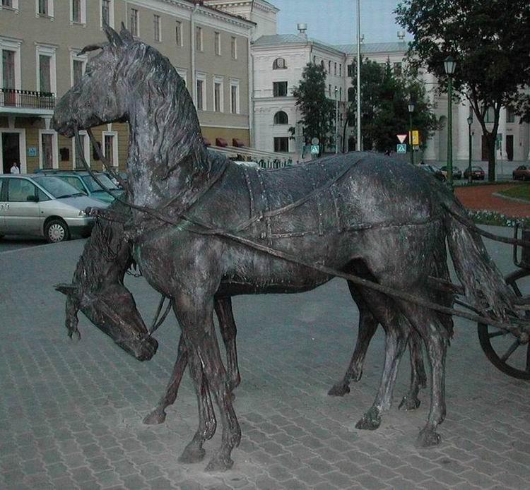 Новая скульптура возле Минской ратуши