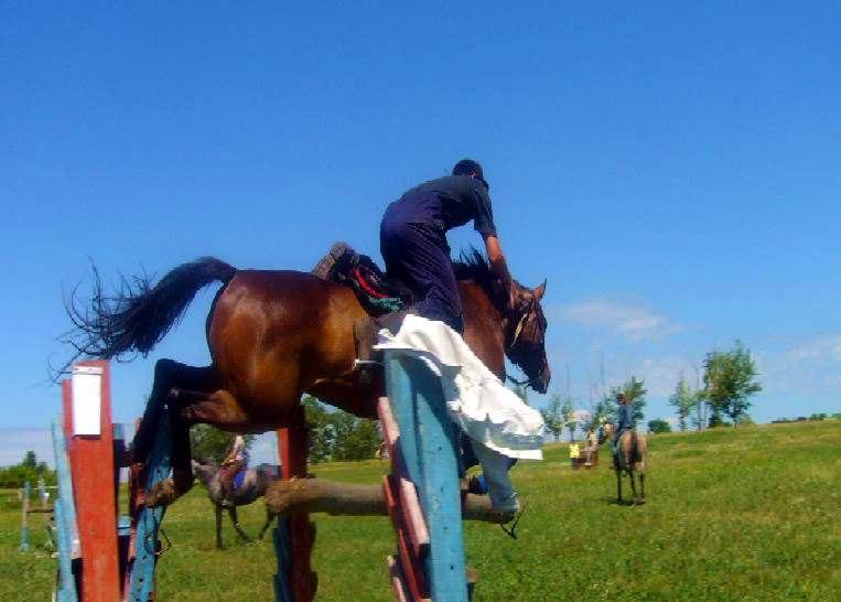 бывает и такое, так хочется слезть с лошади, что просто сил нет!
