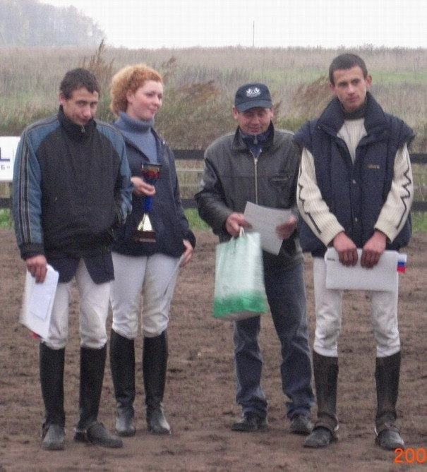 слева на право: Коля, Дарина, Василий Николаевич, Антон