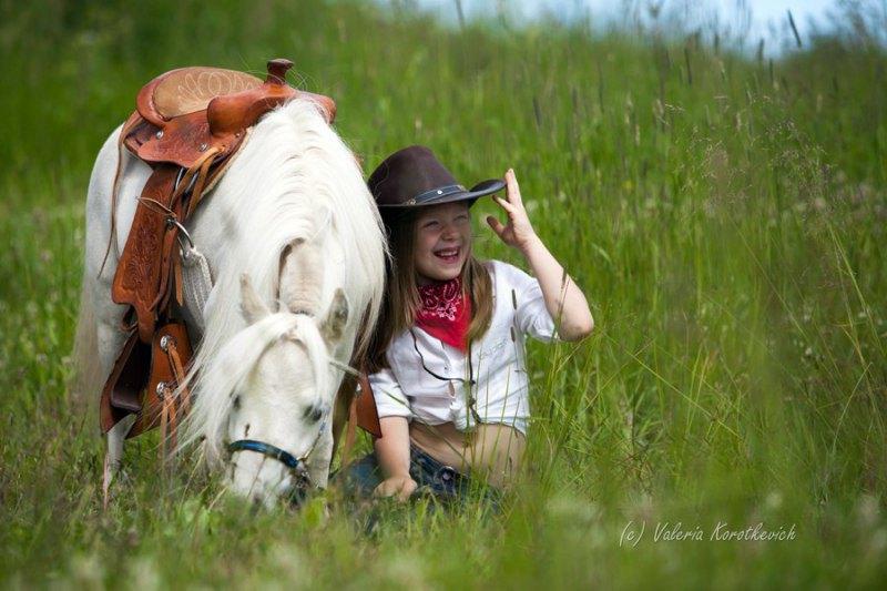 Я считаю,белая мини лошадь -идеальный подарок моей принцессе)