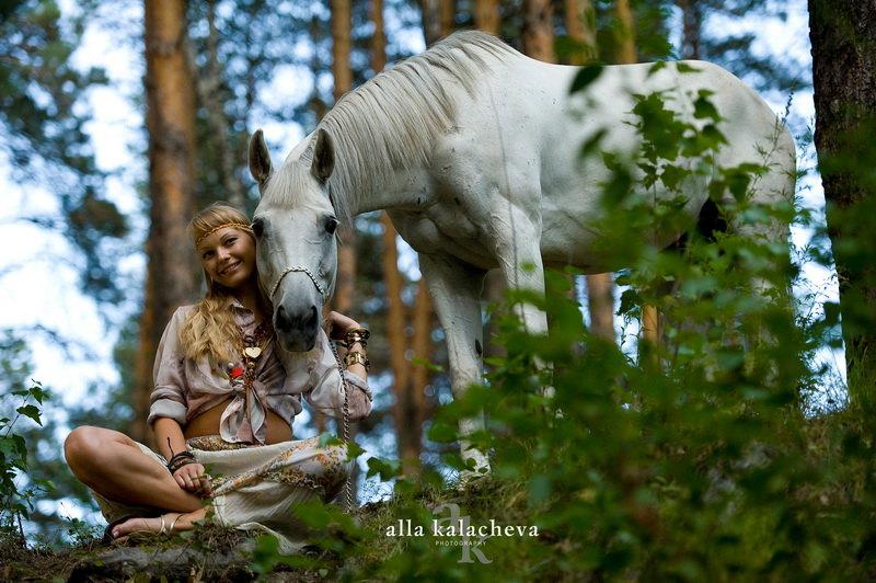 Наташа и Кокетка в сказочном лесу...