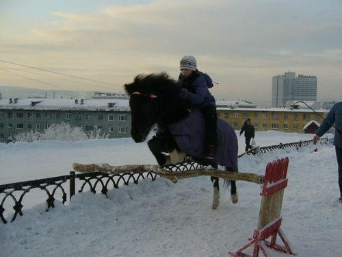 Настя прыгает на Понке!