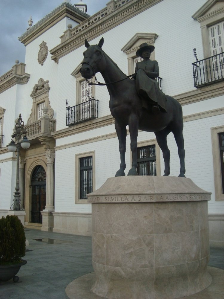 Sevilla a S.A.R. la augusta Seсora Condesa de Barcelona, dama de la Real Maestranza de Caballerнa de Sevilla y Medalla de la Ciudad