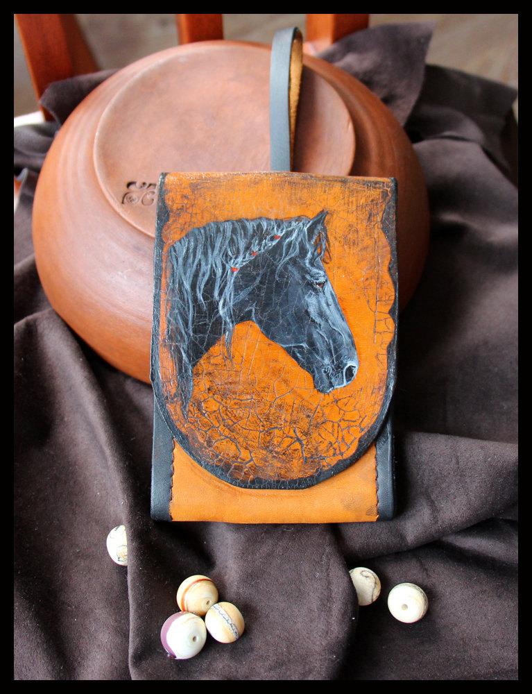 кожаный чехольчик с акриловым рисунком