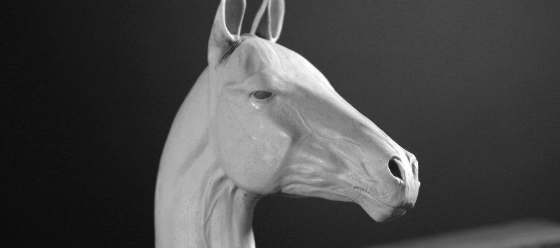 скульптура 40 сантиметров от основания до кончиков ушей