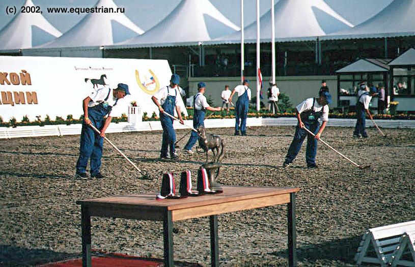 Подготовка поля к церемонии награждения
