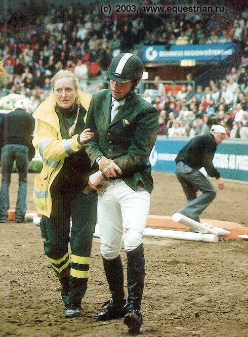 Дермот Леннон на Лискалгот. Дермот с вывихом руки отправлен в больницу. Лошадь не пострадала.
