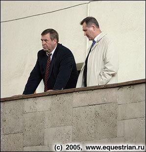Г.Селезнев и А.Полозков наблюдают за ходом соревнований