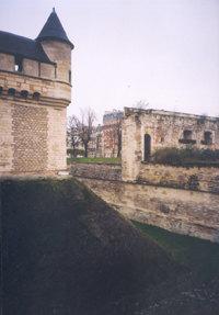 Фрагменты архитектурного ансамбля Венсеннского замка.