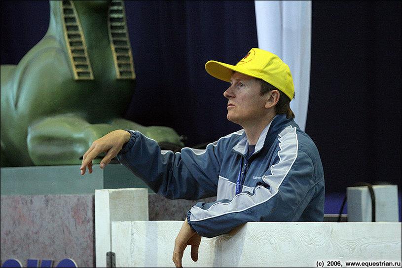 Панов Сергей дает указания своим спортсменам