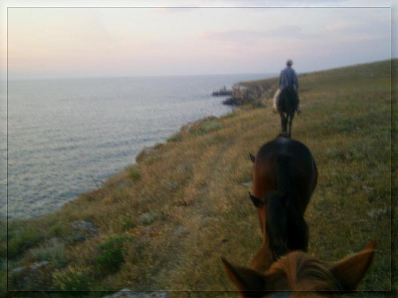 слева  Азовское море
