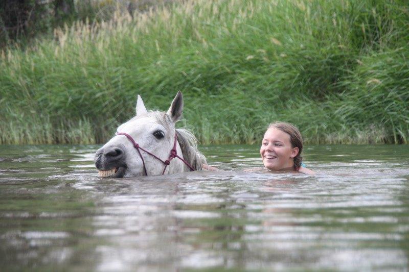 Первый раз за лето купаемся)