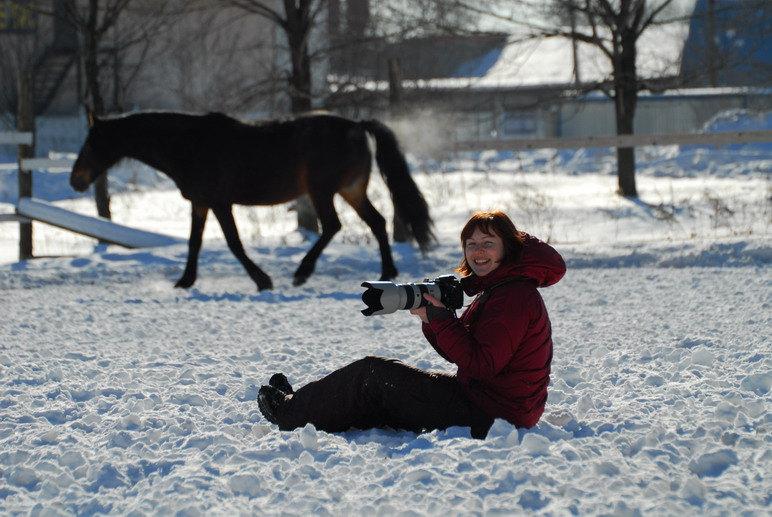 ...самое настоящее, с красным носом и мокрыми штанами от бесконечного ползанья по снегу... и вот там тоже,  с паром, идущим от черного тела... все оно - счастье...