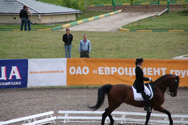 Каргаполова Настя,а на заднем плане-я)))