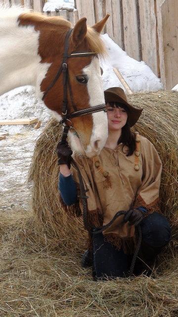 Кличка лошади Фиделис, кратко Филимон, а девушка  это Настена, моя доча.