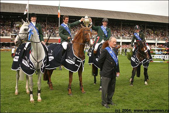Конкур. Церемония награждения. Команда Ирландии - первое место в Кубке Наций