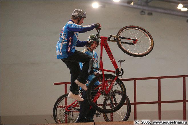 Выступление велосипедистов