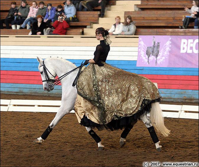http://www.equestrian.ru/photos/photoreport2007/karnaval/IMG_7725_pyrkina_bovari.jpg