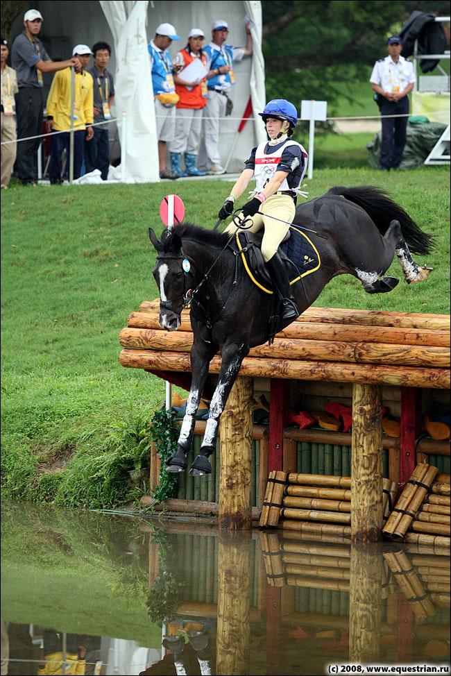 http://www.equestrian.ru/photos/photoreport2008/08_oi/eventing/xc/KSHT0725_panizon_victoria_r.jpg