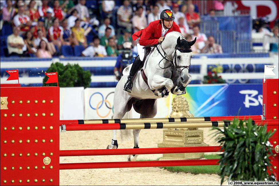 http://www.equestrian.ru/photos/photoreport2008/08_oi/jumping/q1/KSHT3288_kutcher_marco_corn.jpg