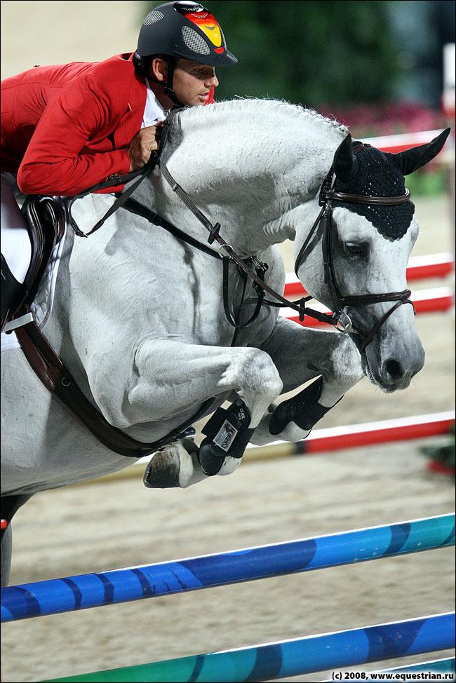 http://www.equestrian.ru/photos/photoreport2008/08_oi/jumping/q1/KSHT3295_kutcher_marco_corn.jpg