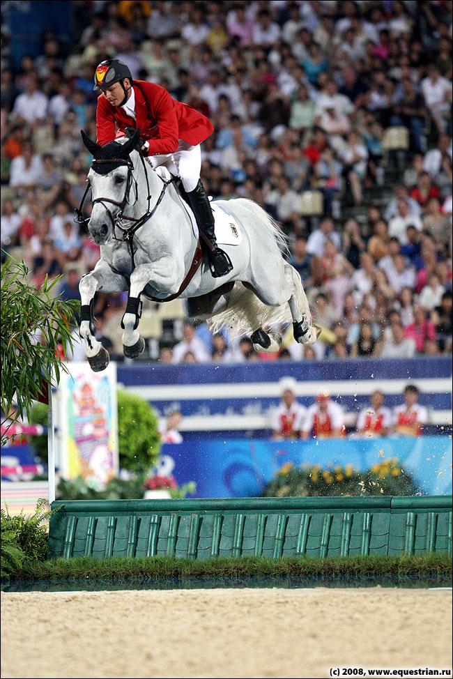 http://www.equestrian.ru/photos/photoreport2008/08_oi/jumping/q2/KSHT5410_kutcher_mark_corne.jpg