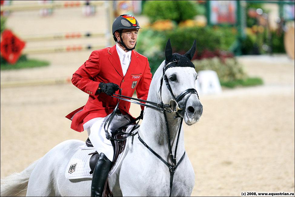 http://www.equestrian.ru/photos/photoreport2008/08_oi/jumping/q3/KSHT5985_kutcher_marco_corn.jpg