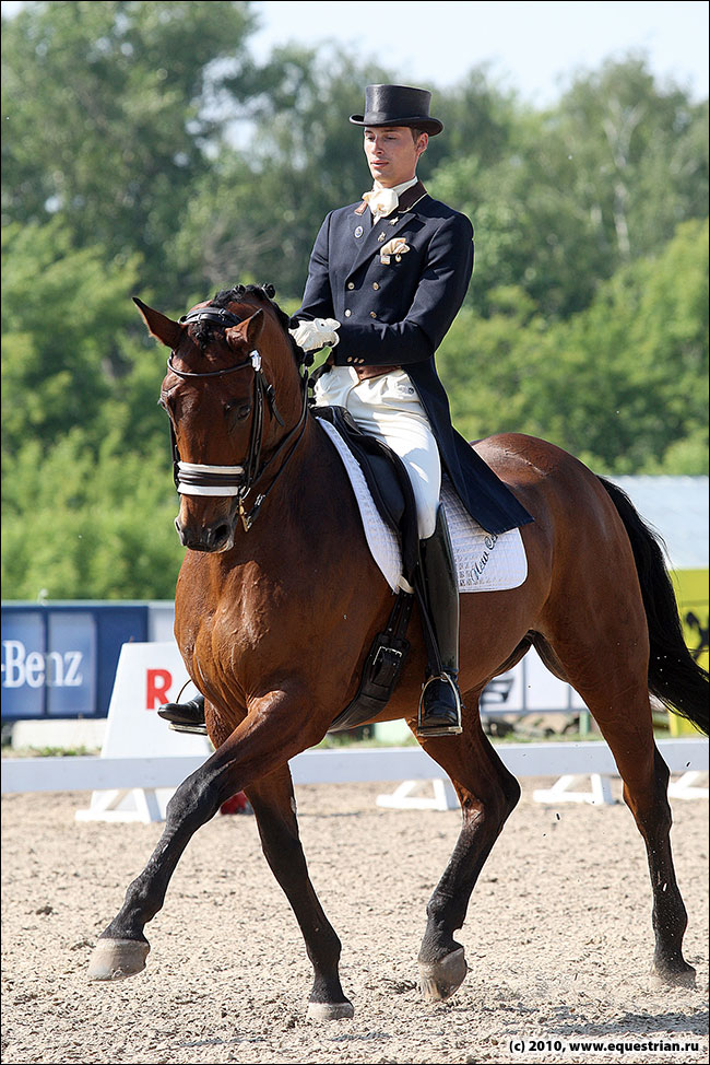 Соревнования по конному спорту видио с сергеем дайку