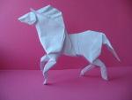 Лошадь, сделанная из квадратного листа бумаги, без использования ножниц.